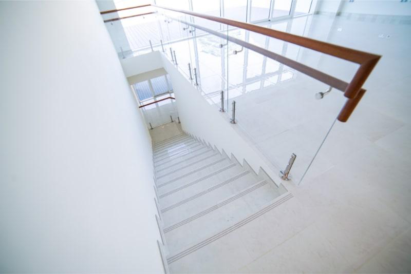 white stairs photo